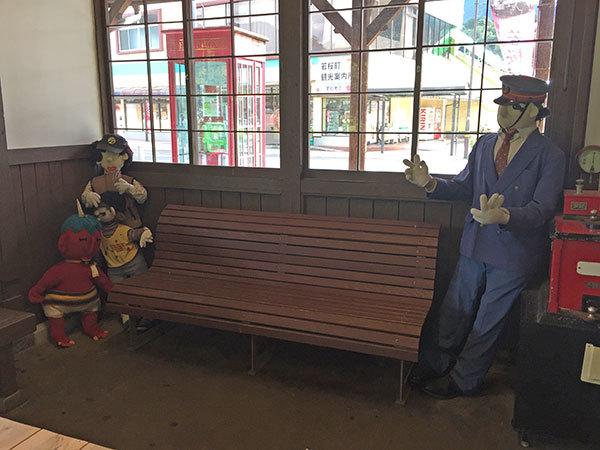 待合に置かれている地元作家さんによる手作りのお人形さん