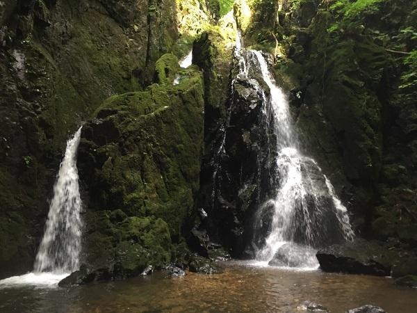 山乗渓谷の不動の滝