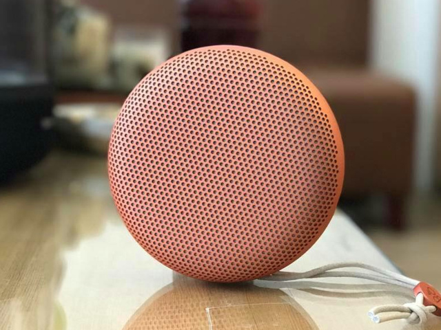 BeoPlay_A1_Tangerine_Red_03.jpg