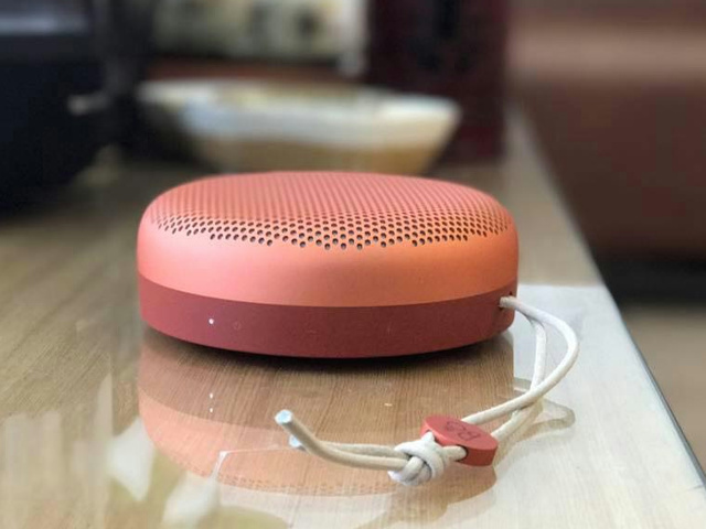 BeoPlay_A1_Tangerine_Red_05.jpg