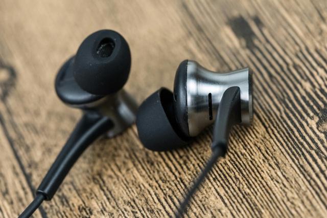 Dual_Driver_LTNG_ANC_In-Ear_Headphones_04.jpg