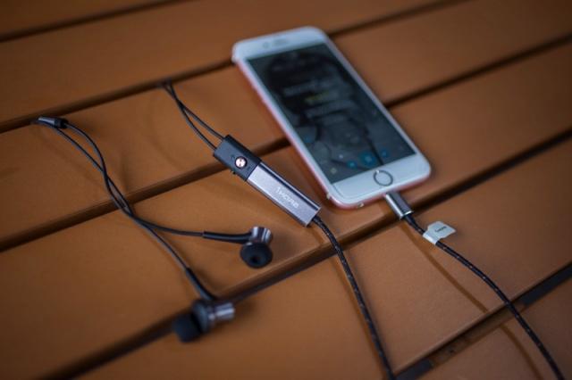 Dual_Driver_LTNG_ANC_In-Ear_Headphones_08.jpg