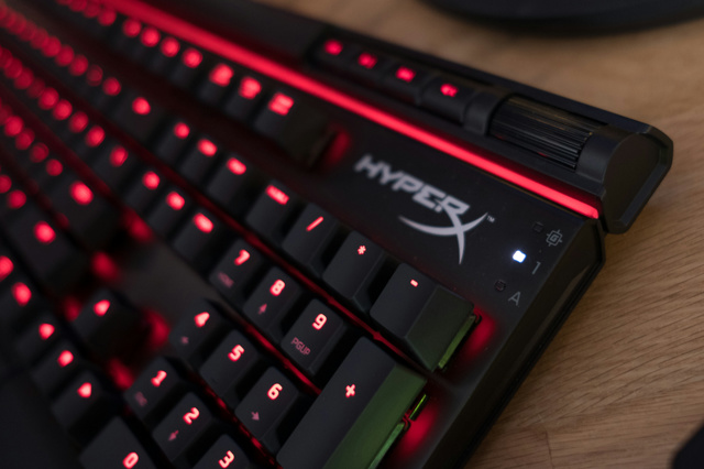 HyperX_Alloy_Elite_04.jpg
