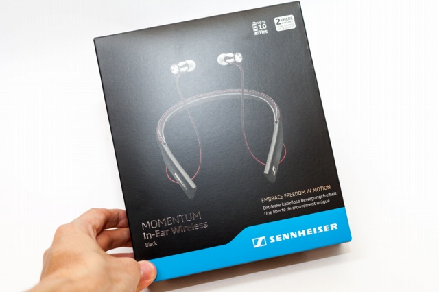 MOMENTUM_In-Ear_Wireless_02.jpg
