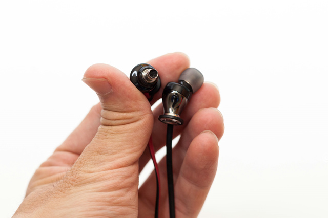 MOMENTUM_In-Ear_Wireless_05.jpg