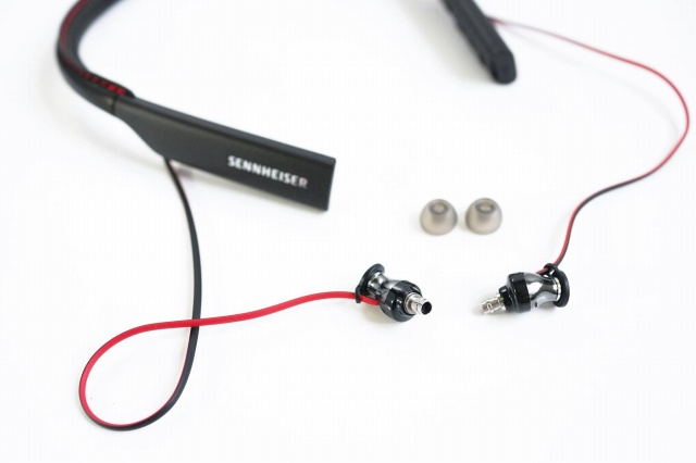 MOMENTUM_In-Ear_Wireless_06.jpg