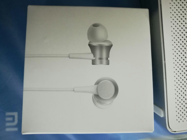 Mi_In-Ear_Headphones_Basic_02.jpg