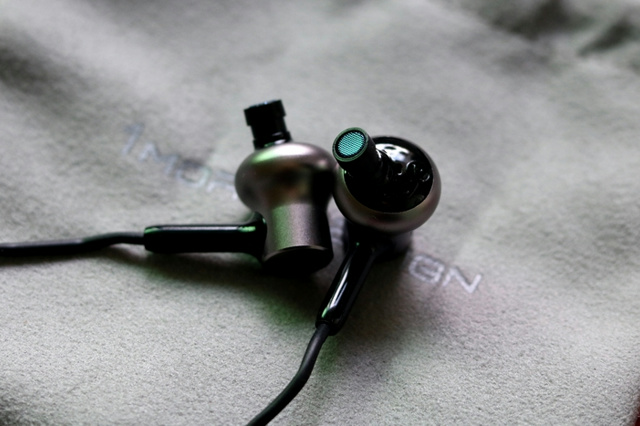 Mi_in-Ear_Headphones_Pro_HD_11.jpg