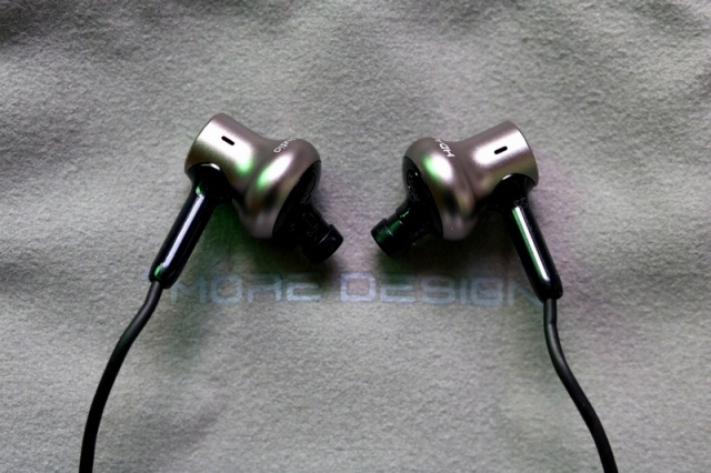 Mi_in-Ear_Headphones_Pro_HD_12.jpg