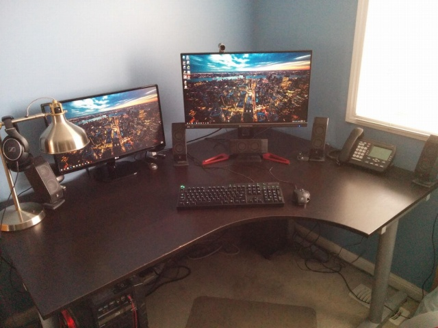 PC_Desk_MultiDisplay100_03.jpg