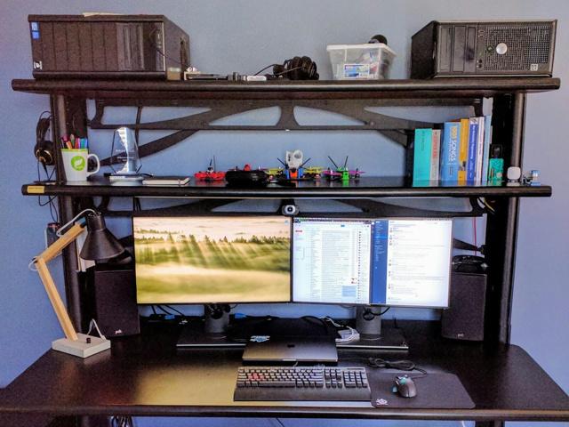 PC_Desk_MultiDisplay100_100.jpg