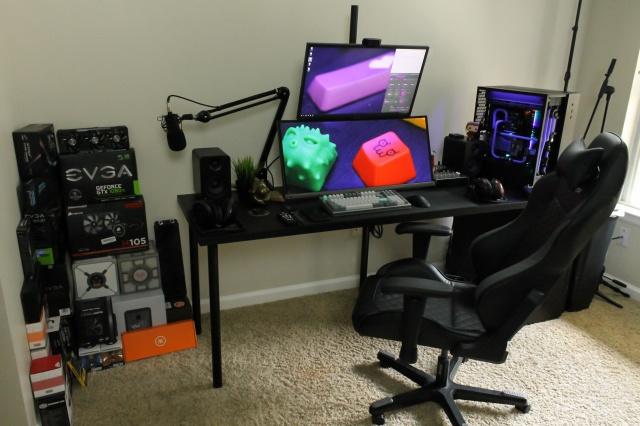 PC_Desk_MultiDisplay100_22.jpg