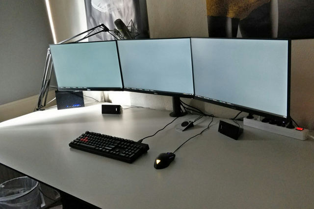 PC_Desk_MultiDisplay100_34.jpg