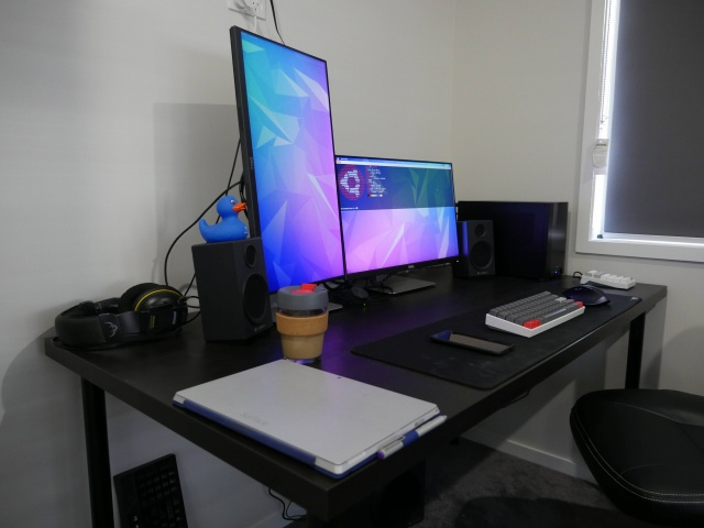 PC_Desk_MultiDisplay100_45.jpg