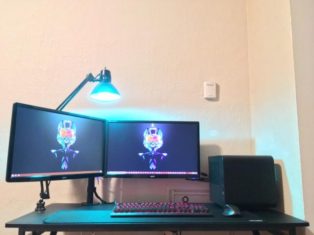 PC_Desk_MultiDisplay100_55.jpg
