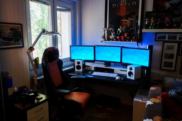 PC_Desk_MultiDisplay100_59.jpg