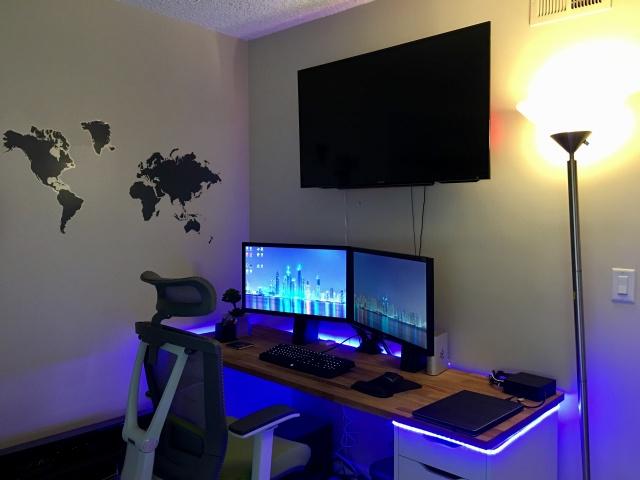 PC_Desk_MultiDisplay100_73.jpg