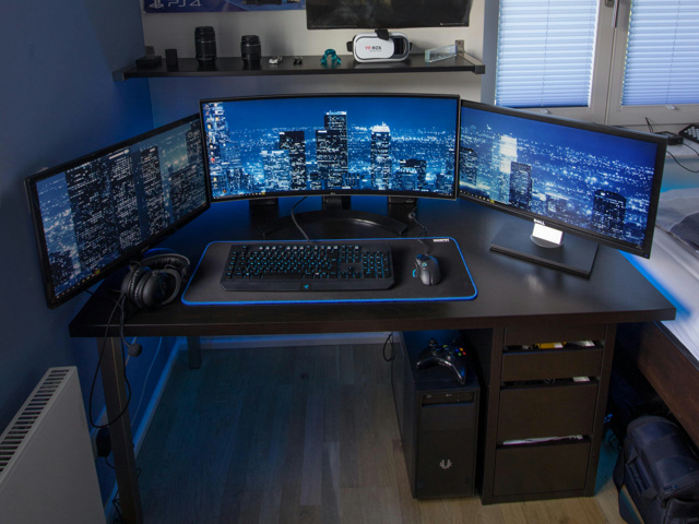 PC_Desk_MultiDisplay100_77.jpg
