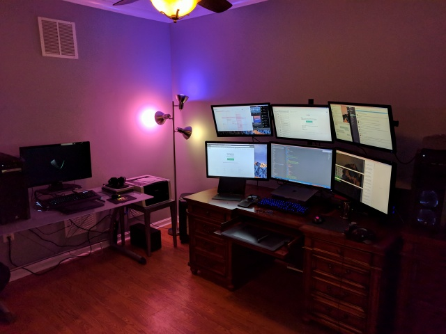 PC_Desk_MultiDisplay100_91.jpg