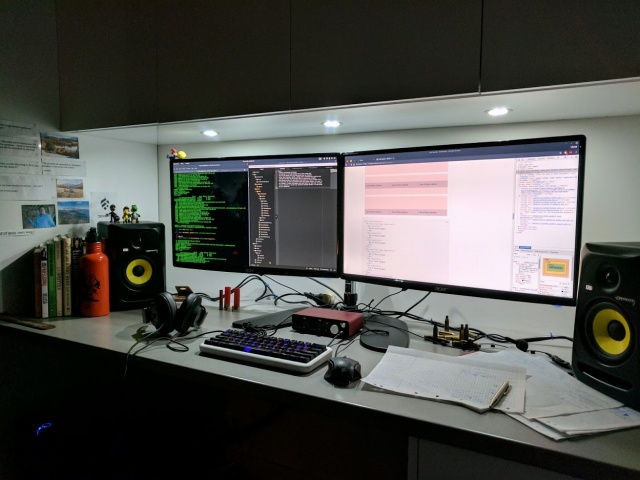 PC_Desk_MultiDisplay100_99.jpg