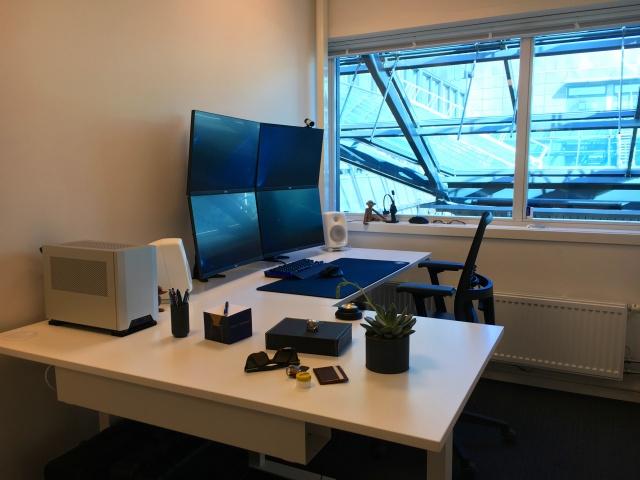 PC_Desk_MultiDisplay92_100.jpg