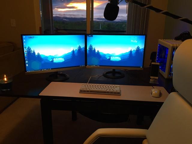 PC_Desk_MultiDisplay92_34.jpg