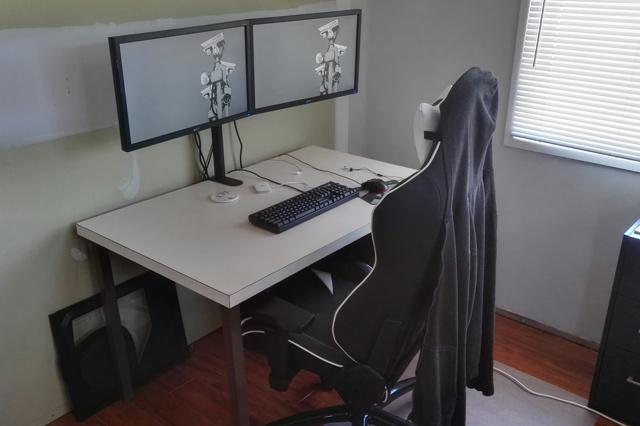 PC_Desk_MultiDisplay92_44.jpg