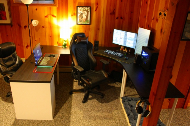 PC_Desk_MultiDisplay92_50.jpg
