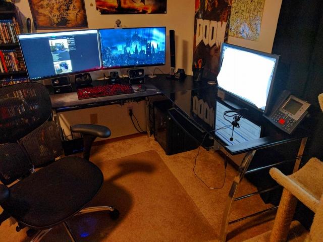 PC_Desk_MultiDisplay92_52.jpg