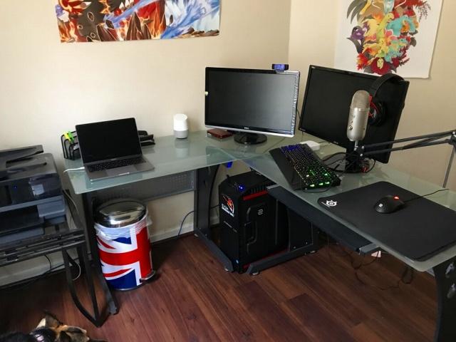 PC_Desk_MultiDisplay92_61.jpg