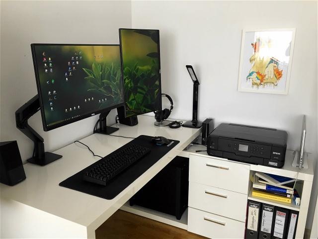 PC_Desk_MultiDisplay92_64.jpg