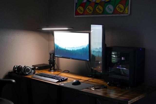 PC_Desk_MultiDisplay92_66.jpg