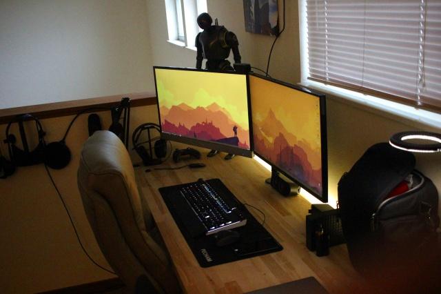 PC_Desk_MultiDisplay92_74.jpg