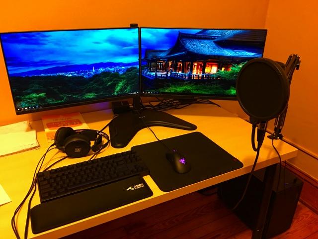 PC_Desk_MultiDisplay92_76.jpg