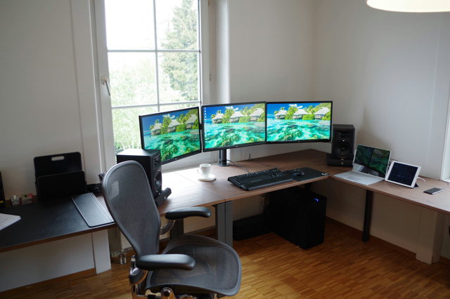 PC_Desk_MultiDisplay92_78.jpg