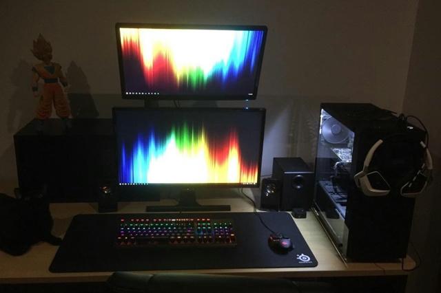 PC_Desk_MultiDisplay92_86.jpg