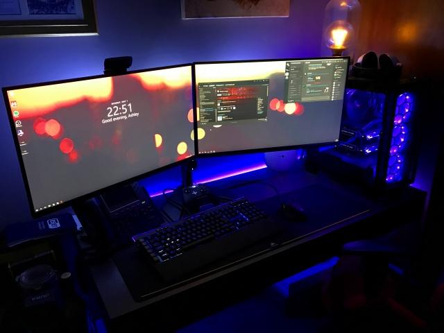 PC_Desk_MultiDisplay92_90.jpg