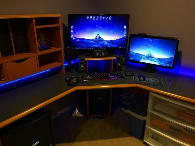 PC_Desk_MultiDisplay92_93.jpg