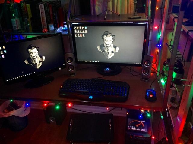 PC_Desk_MultiDisplay92_94.jpg