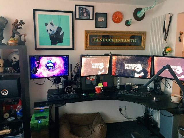 PC_Desk_MultiDisplay92_99.jpg