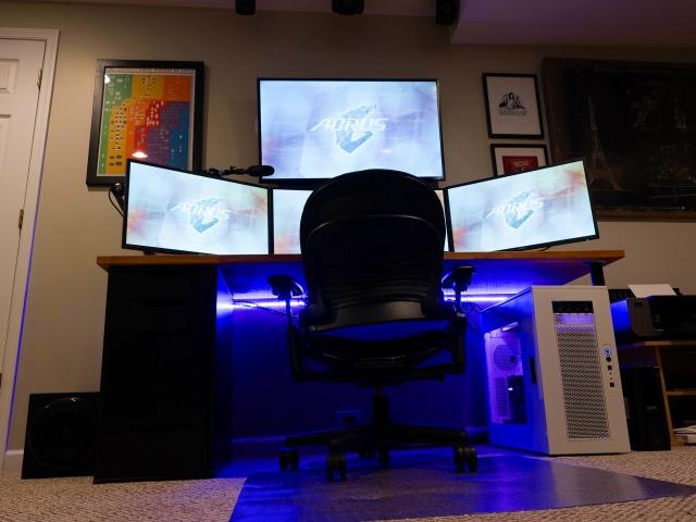 PC_Desk_MultiDisplay93_01.jpg