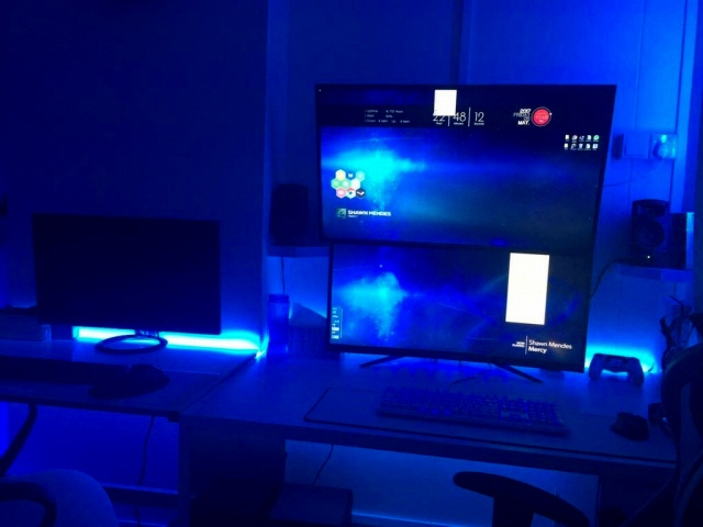 PC_Desk_MultiDisplay93_26.jpg