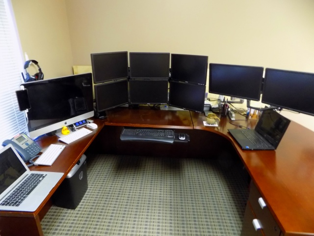 PC_Desk_MultiDisplay93_65.jpg