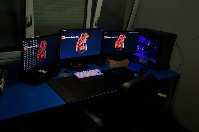 PC_Desk_MultiDisplay93_78.jpg
