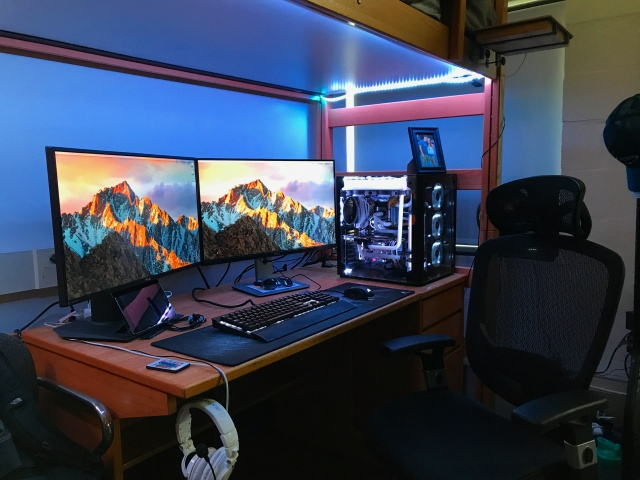 PC_Desk_MultiDisplay93_90.jpg