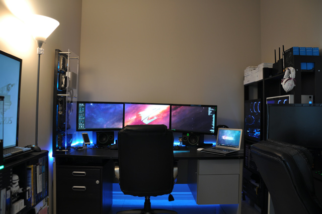 PC_Desk_MultiDisplay94_73.jpg