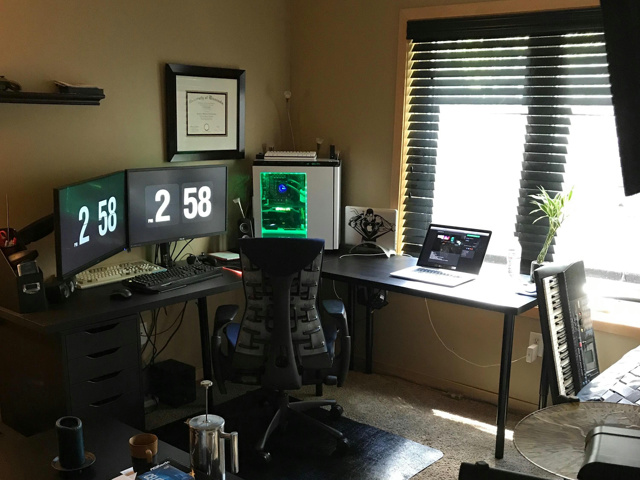 PC_Desk_MultiDisplay96_75.jpg