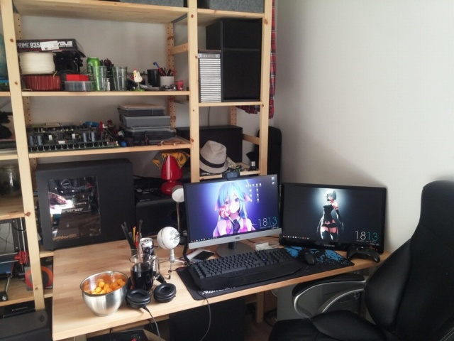 PC_Desk_MultiDisplay98_19.jpg