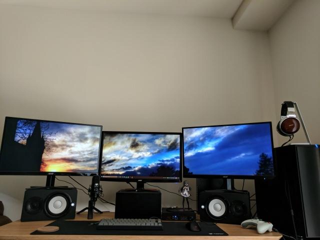 PC_Desk_MultiDisplay98_30.jpg