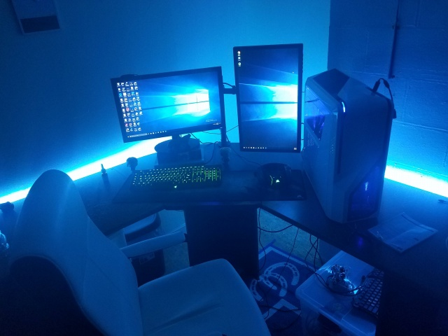 PC_Desk_MultiDisplay98_53.jpg